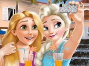 Play Elsa and Rapunzel Selfie Time Game